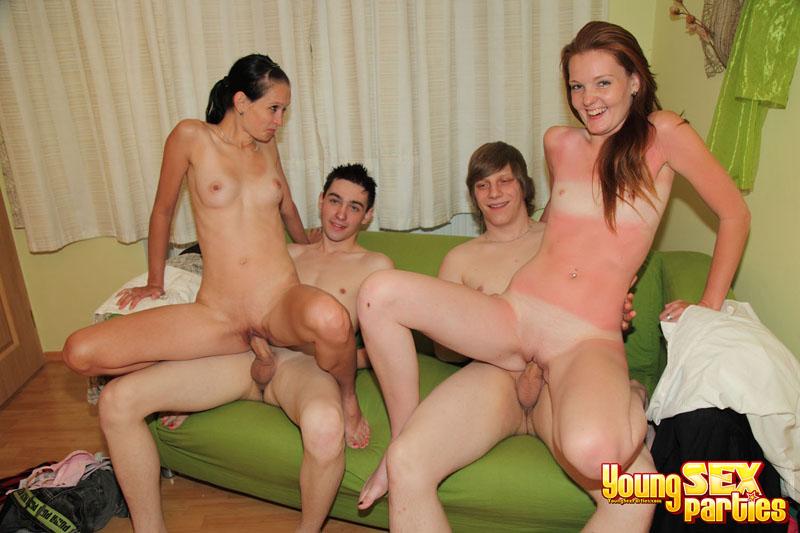 сладкие моменты групового секса молодых